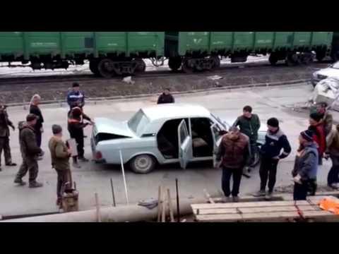 سيارة تحمل 17 شخصا