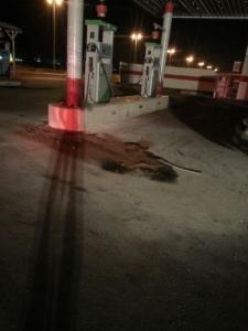 سيارة تصطدم بمحطة وقود ومدني حائل