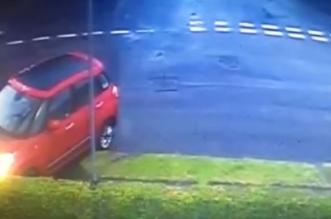 بالفيديو.. 3 مركبات تقتحم نفس المنزل خلال 20 دقيقة - المواطن