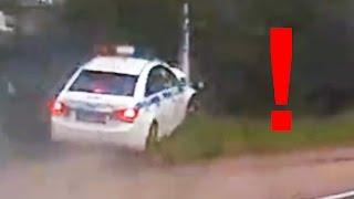 سيارة شرطة تخرج عن السيطرة