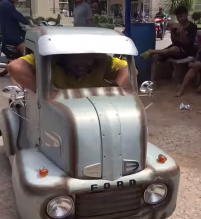 شاهد.. سيارة ميني فورد صغيرة تثير الدهشة والتندر - المواطن