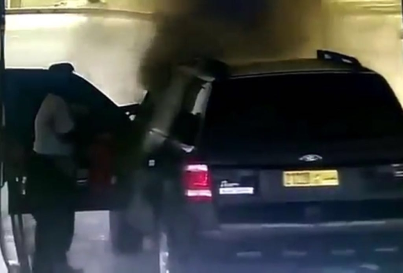 سيارة مشتعله