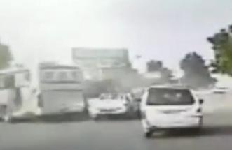 شاهد.. حادث مروع لشاحنة توثقه كاميرا سيارة بالصين - المواطن