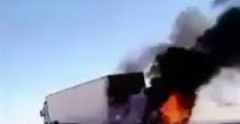 شاهد.. لحظة اشتعال النيران في سيارة اصطدمت بشاحنة بحفر الباطن