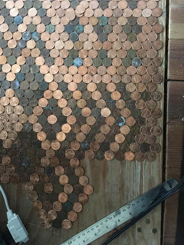 سيدة تحول منزلها إلى تحفة فنية بأكثر من 13 ألف قطعة نقدية 4