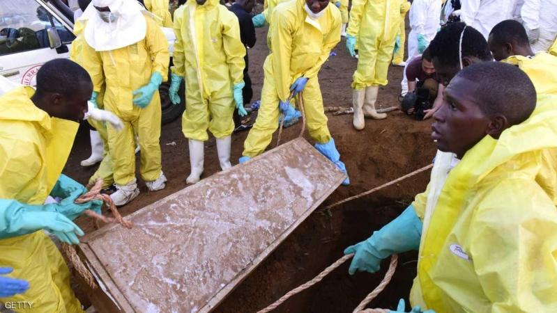 مقابر عاجلة ومقتل المئات.. البلد الأفقر عالميًّا تعاني بسبب الانهيار الطيني