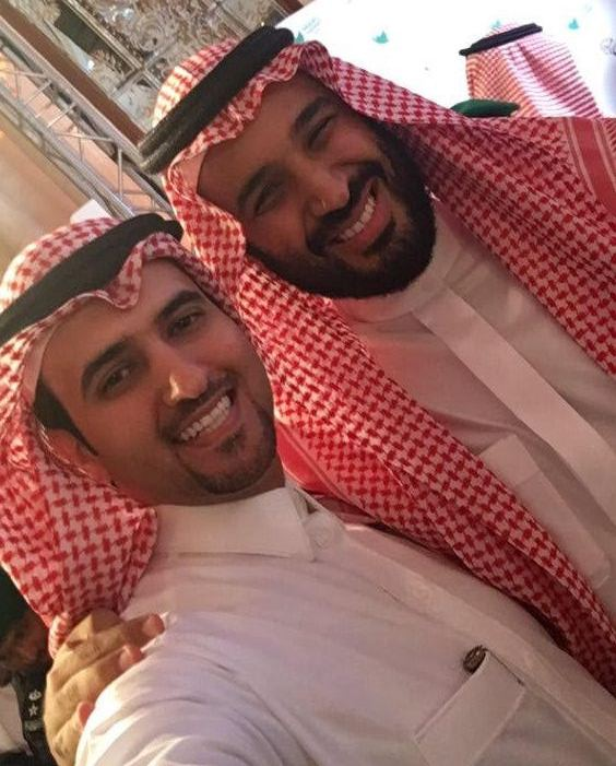 سيلفي مع محمد بن سلمان في ملتقى مغردون (1)