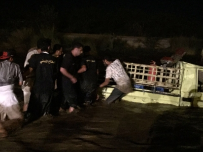 سيول تحتجز عائلة وتجرف سيارة للدفاع المدني في #جازان (29655939) 