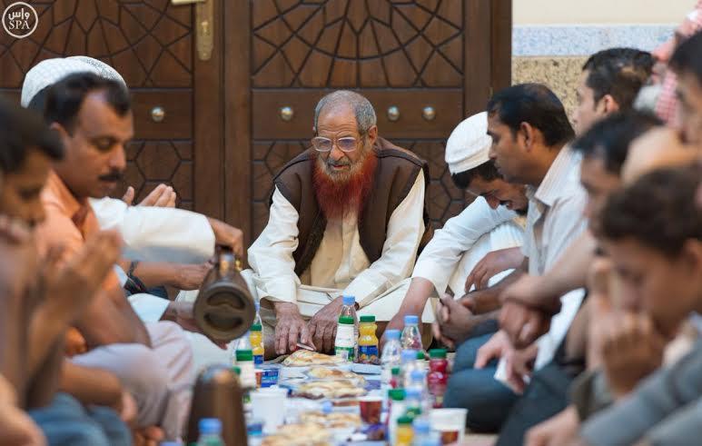 سُفَر إفطار الصائم تُزَيّن المملكة في رمضان (1) 