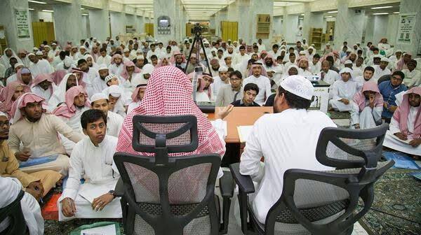شؤون المصاحف و الكتب بالمسجد الحرام تنفذ دورة مهارية في تعليم الخط العربي