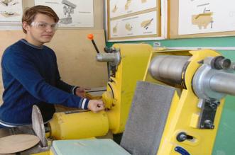 شاب روسي يخترع فأرة كمبيوتر لفاقدي الأيدي