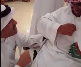بالفيديو.. شاب من ذوي الاحتياجات الخاصة يستوقف مسؤولاً بعسير فماذا طلب منه؟ - المواطن