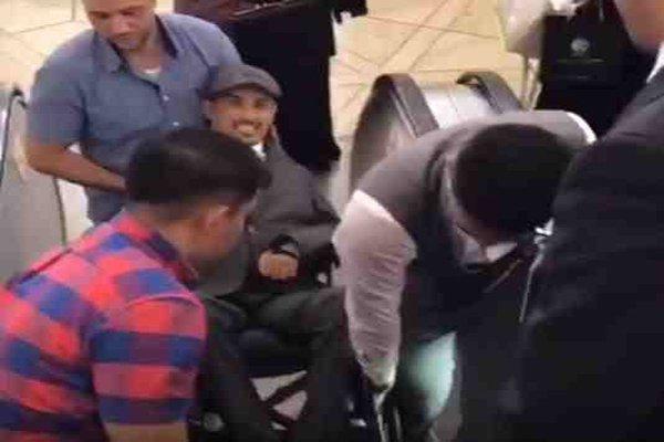 شاب يطالب مدير مطار الملك خالد الدولي بالاستقالة