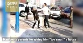 شاب يعتدي على والده