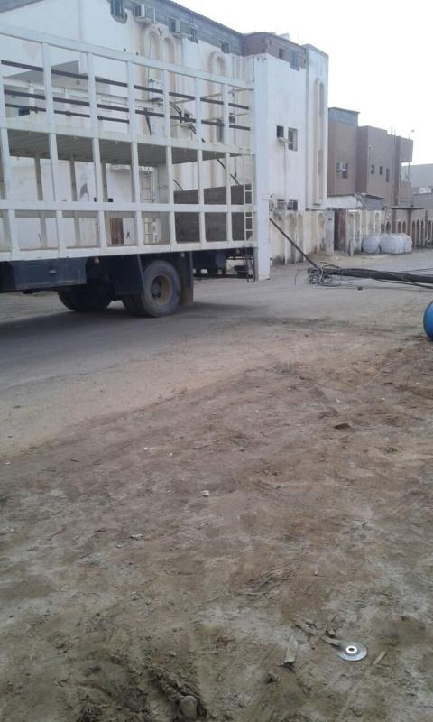 شاحنة تقطع الكهرباء جازان