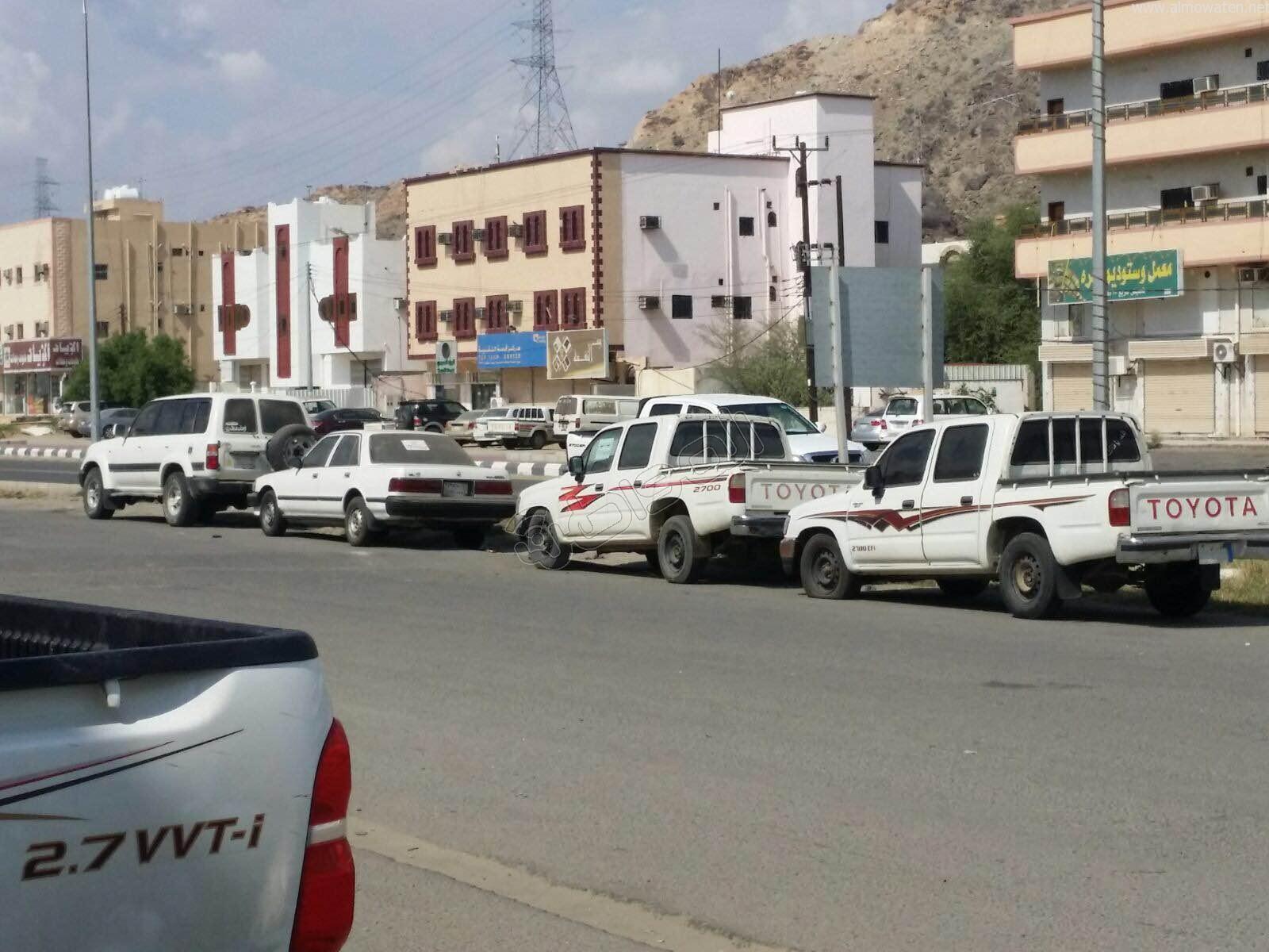 شارع بـ #العرضيات يتحول لموقع لبيع السيارات المستعملة (3)
