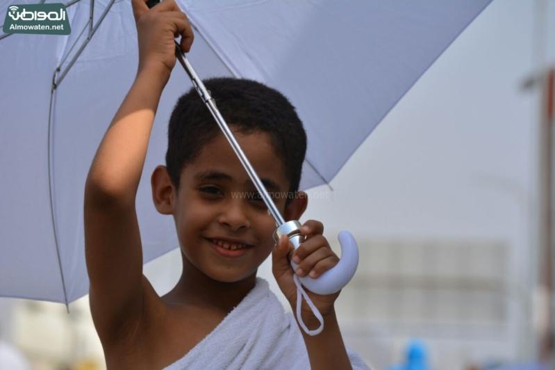 شاعر أبويه حانيه من رجال الأمن للحجاج الأطفال (294697519) 