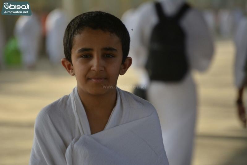 شاعر أبويه حانيه من رجال الأمن للحجاج الأطفال (294697528) 