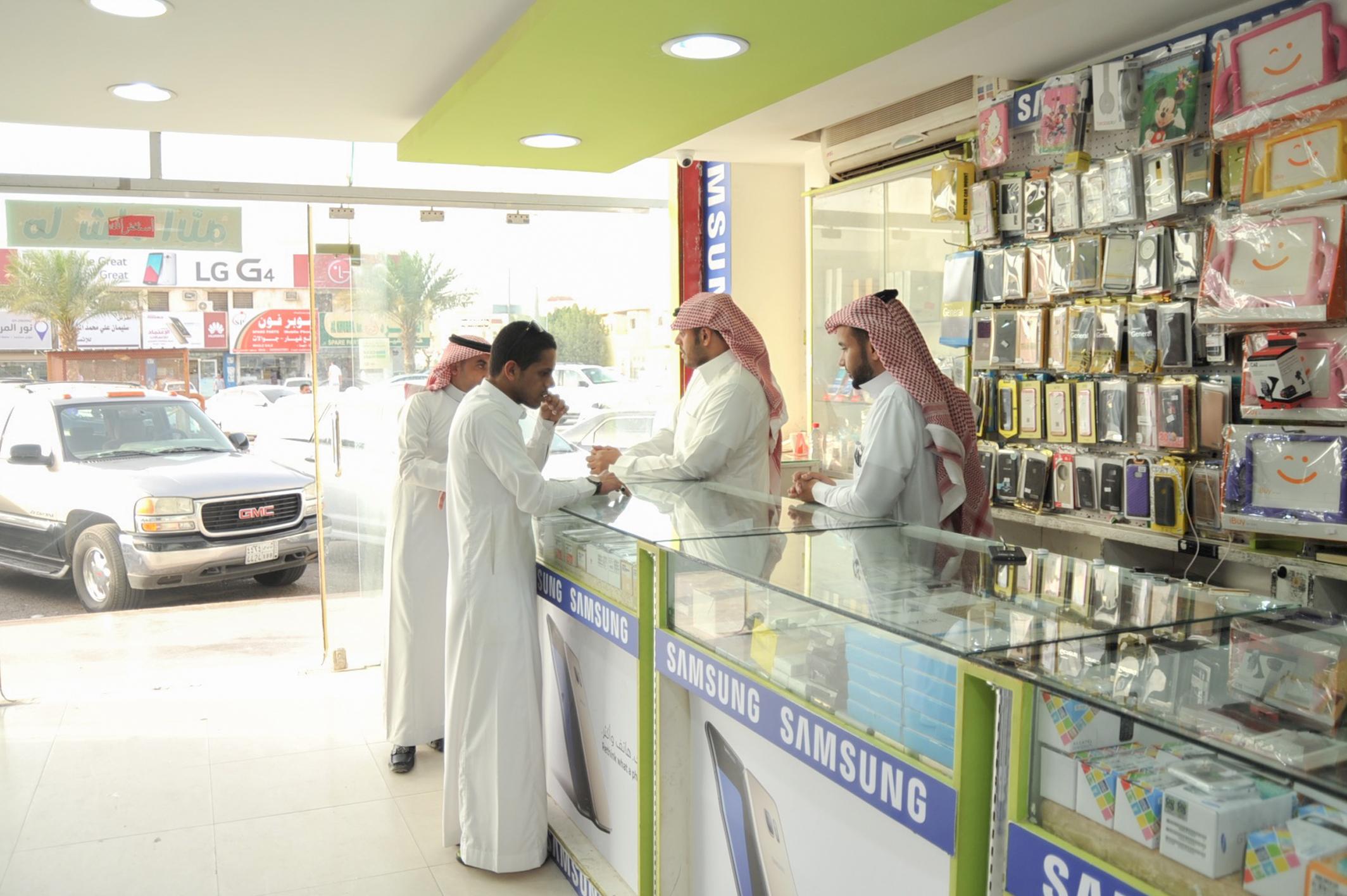 شباب سعودي في قطاع الاتصالات 