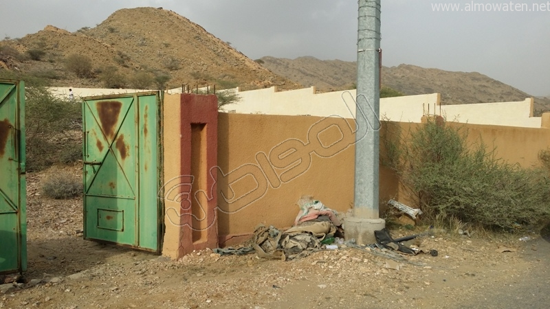 شباب #وادي_العرج ينقذون مقابرهم من السيول وبلدية #أضم غائبة (6)