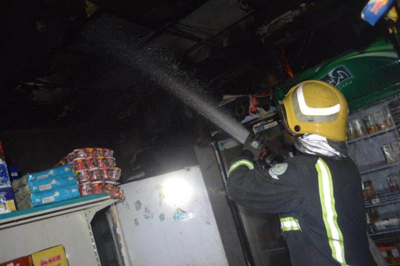 شبهة جنائية وراء حريق تموينات على طريق حائل (385269056) 