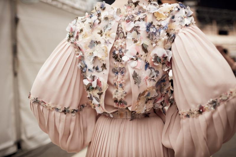 قسم الموضة| إطلالات ملفتة على منصات عروض هوت كوتور - المواطن