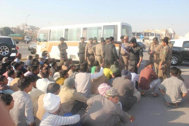 شرطة الخبر تضبط ١٤٥ مخالفا لنظام الاقامة والعمل2