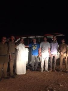 شرطة الخرج إنقاذ ثلاثة مواطنين بعد أن تعطلت مركبتهم في منطقة صحراوية