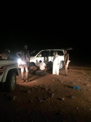 شرطة الخرج  إنقاذ ثلاثة مواطنين بعد أن تعطلت مركبتهم في منطقة صحراوية11