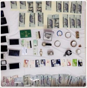 شرطة الرياض تفكك شبكات إجرامية (1)