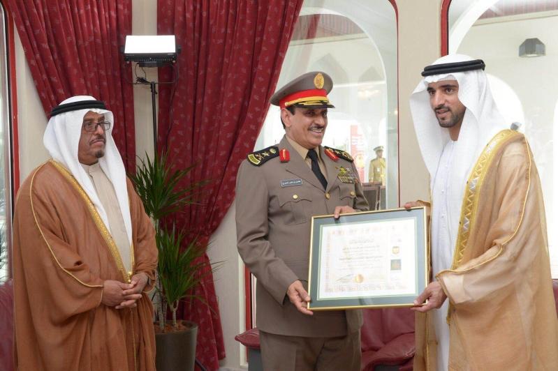 شرطة دبي تمنح الفريق المحرج جائزة الابداع البحثي (1)