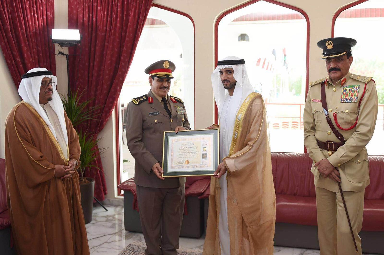 شرطة دبي تمنح الفريق المحرج جائزة الابداع البحثي (4)