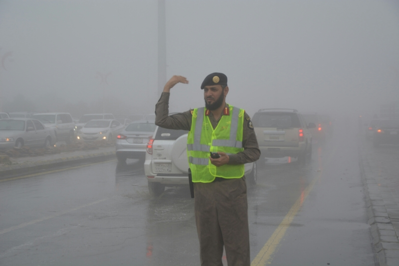 شرطة عسير تحت المطر (10)