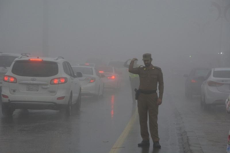 شرطة عسير تحت المطر (12)