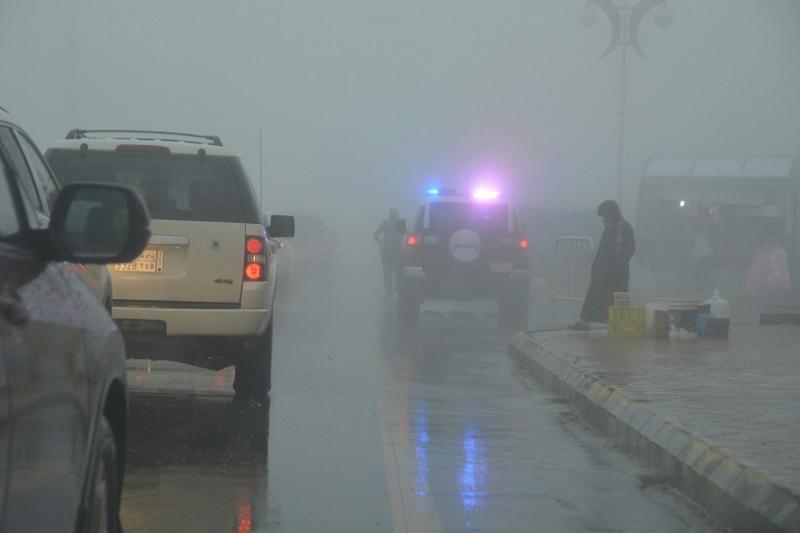 شرطة عسير تحت المطر (15)