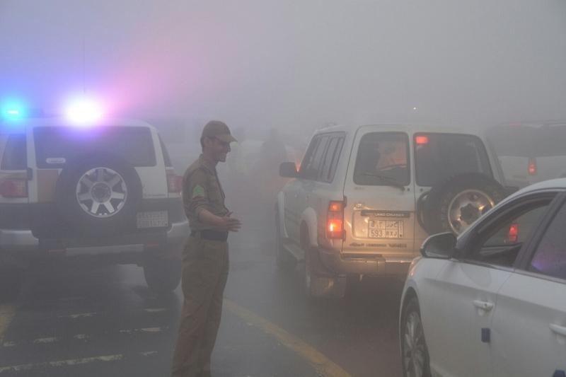 شرطة عسير تحت المطر (16)