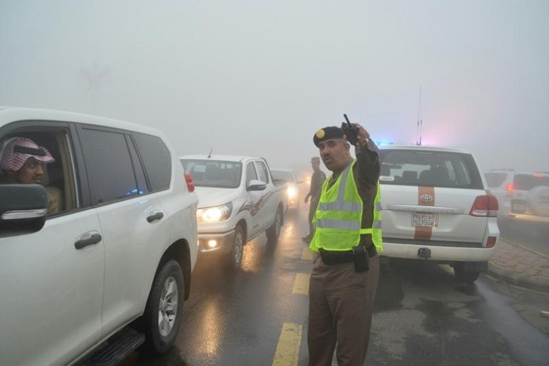 شرطة عسير تحت المطر (2)