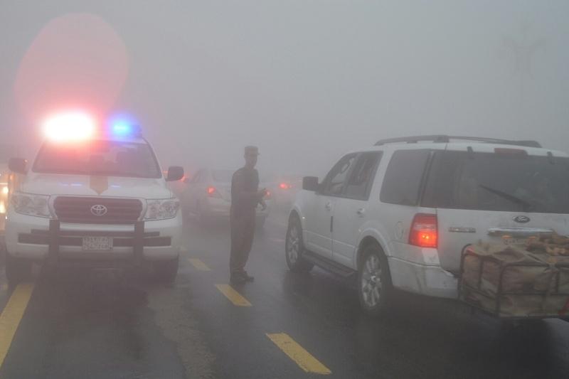 شرطة عسير تحت المطر (3)
