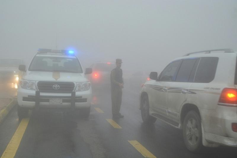 شرطة عسير تحت المطر (5)