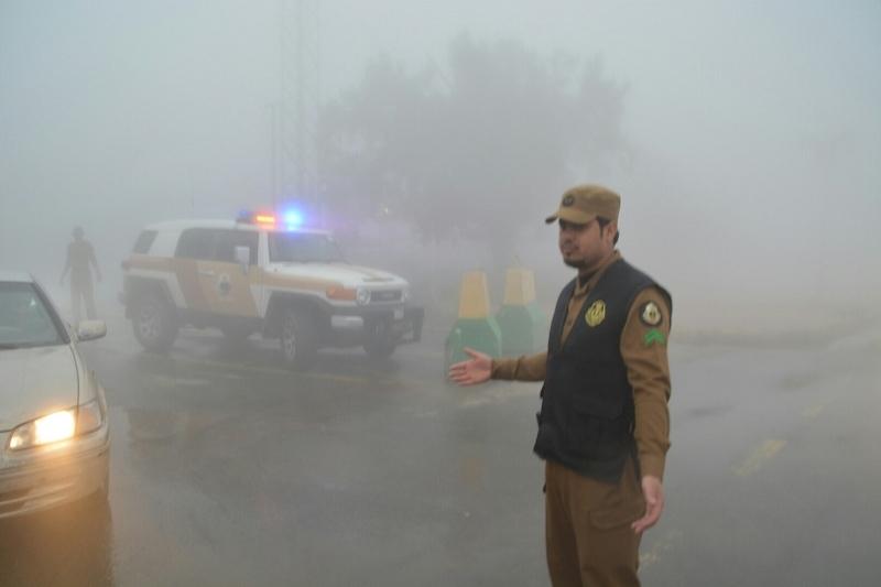 شرطة عسير تحت المطر (6)