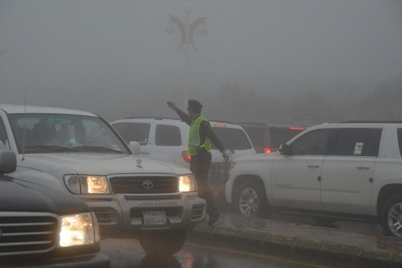 شرطة عسير تحت المطر (8)
