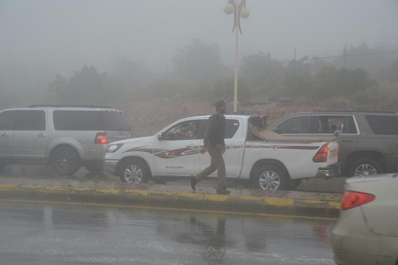 شرطة عسير تحت المطر (9)