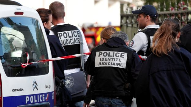 فرنسا تطالب دبلوماسييها تأجيل السفر لإيران
