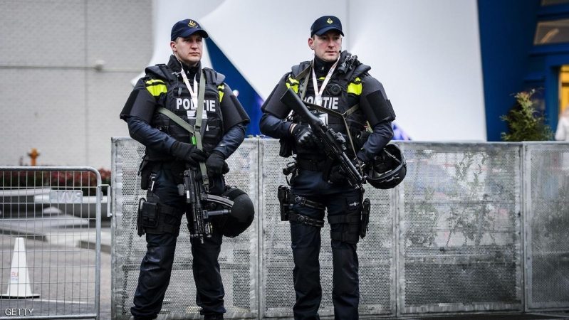 Dutch policemen holding machine guns stand guard near the Scheepsvaartmuseum (Maritime Museum) in Amsterdam, on January 26, 2016, during an informal meeting of the EU-ministers of Interior and Justice.  / AFP / ANP / Remko de Waal / Netherlands OUT        (Photo credit should read REMKO DE WAAL/AFP/Getty Images)