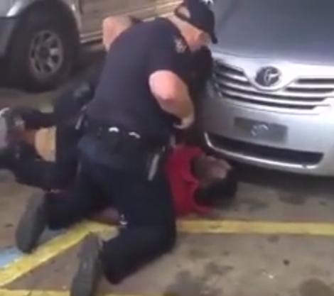 . شرطيان أمريكيان يطلقان النار على رجل أسود