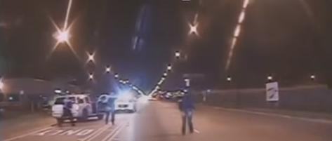 شرطي أمريكي يفرغ 16 طلقة في صدر شاب أسود