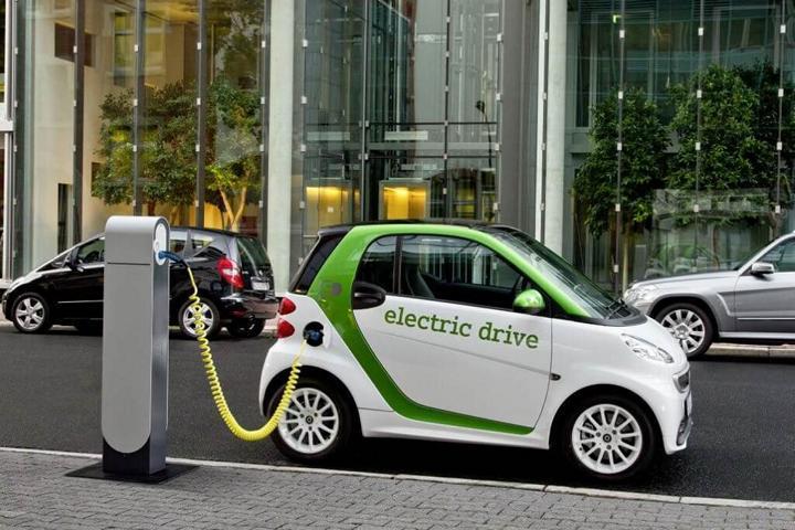شركة دايملر الألمانية لصناعة السيارات، عن سيارتها الكهربائية