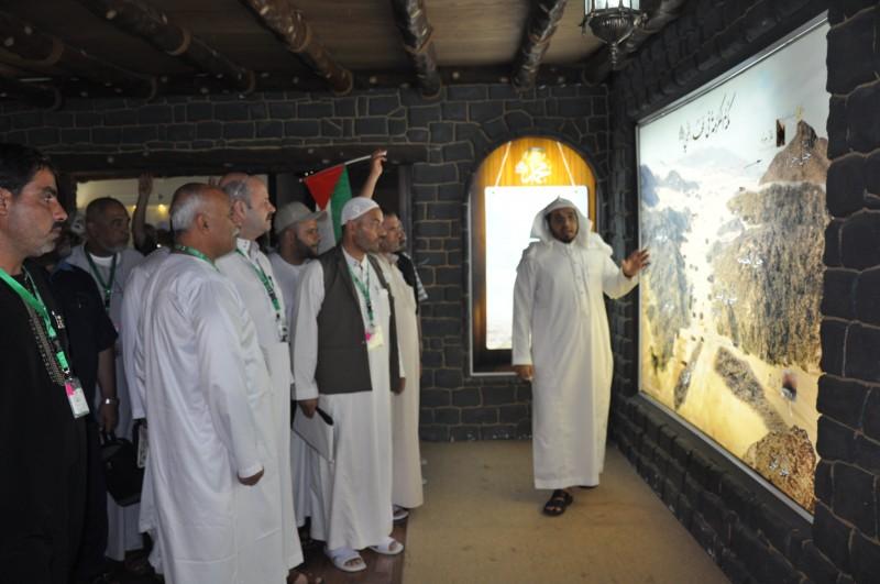 """ذوو شهداء فلسطين يزورون مشروع """"السلام عليك أيها النبي"""""""