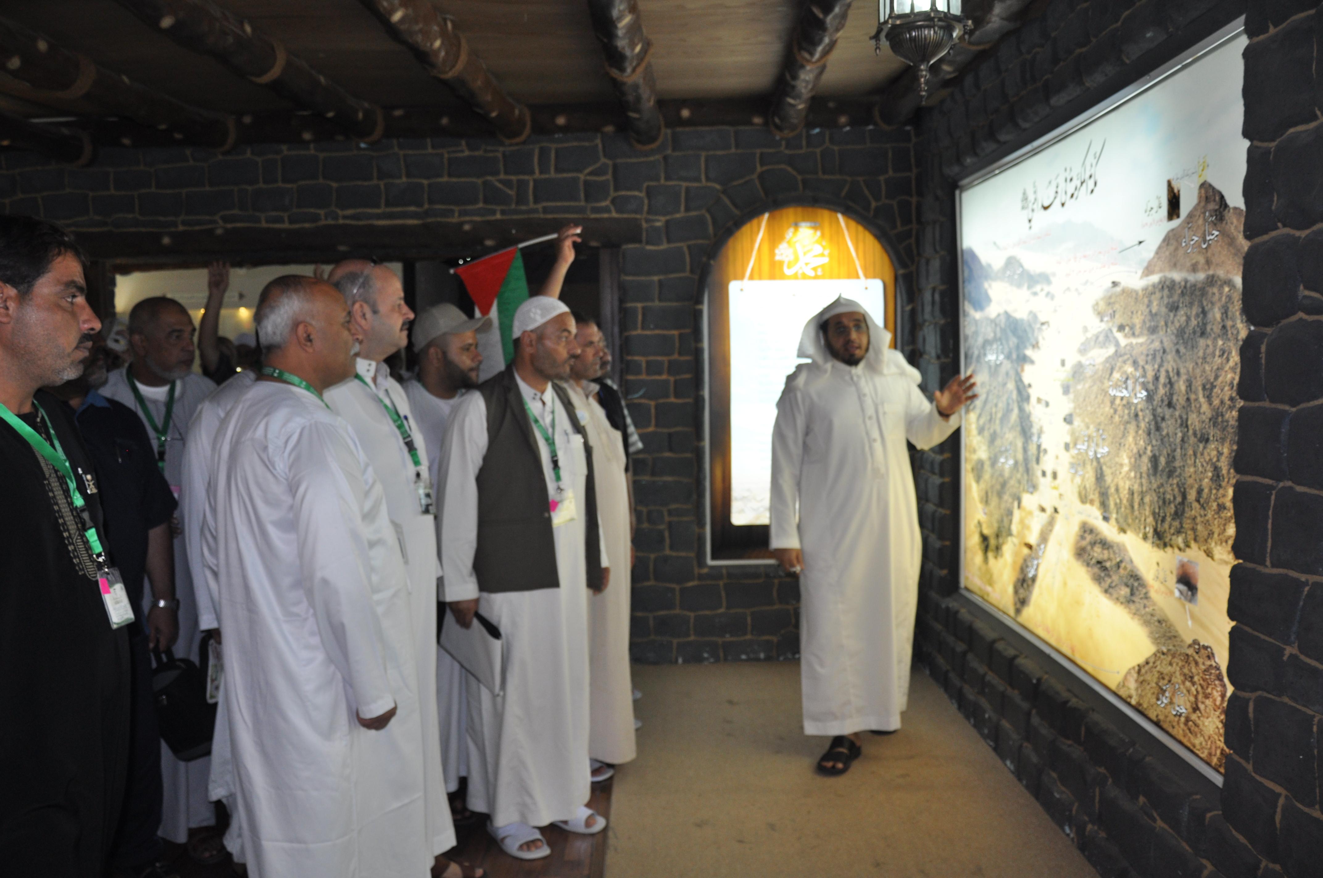 """ذوو شهداء فلسطين يزورون مشروع """"السلام عليك أيها النبي"""" - المواطن"""