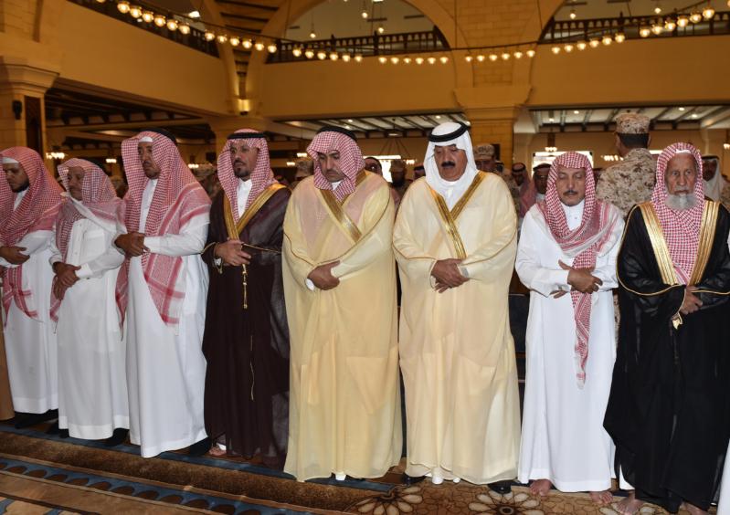 متعب بن عبدالله يعزي في أمير الفوج